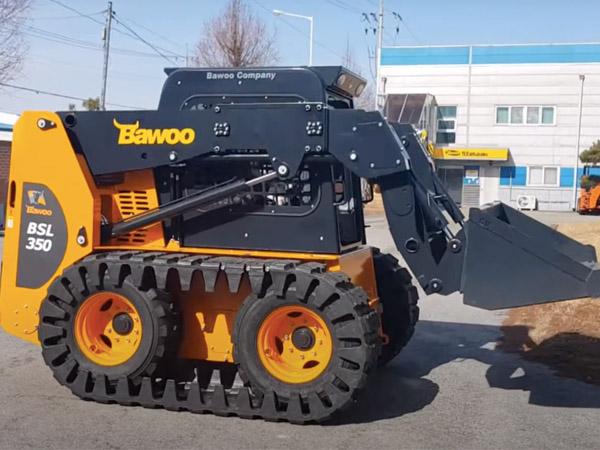 BAWOO BSL 350 Csúszókormányzású rakodó
